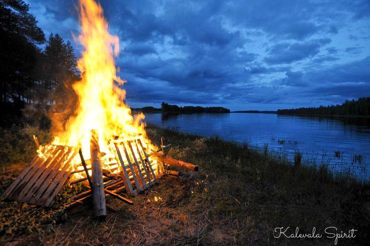 Gestern hat man in #Finnland das #Mittsommerfest gefeiert und heute ist der #Juhannus-Tag. In unsrem Blog erzählen wir ein wenig über diese Tradition und auch wie man in Deutschland das Mittsommerfest feiern kann! ✨ #KalevalaSpirit