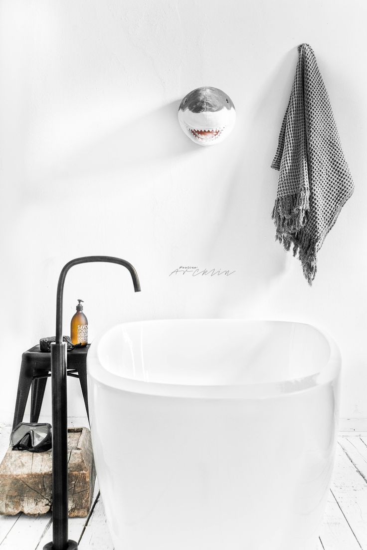 Piet Boon® by COCOON design taps bycocoon.com in Paulina Arcklin's cool loft in Milan | stainless steel bathtap designed by Piet Boon for our brand COCOON | in Gunmetal Black finishing | bathroom design | styling | loft design | Dutch Designer Brand COCOON | © Paulina Arcklin | Blog post: SHARK BATH FOR THE KIDS