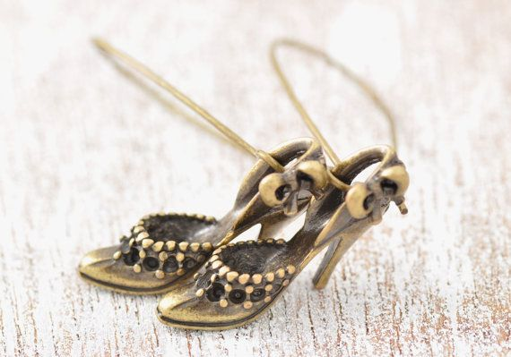Antiqued Brass Shoes Earring  high heels earring by MegusAtticBrass Shoes, Antiques Brass, Etsy Finding, High Heels, Heels Earrings, Shoes Earrings, Metals Shoes, Gold Shoes, Earrings High