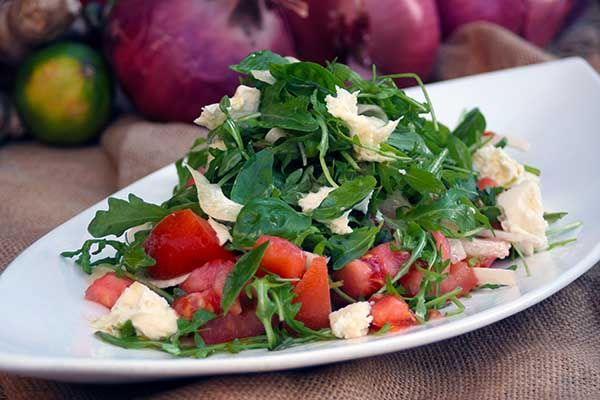 Salad with arugula, mozzarella, tomato, marinated fennel, fresh basil and dressing with olive oil and fresh oregano. Paparouna Wine Restaurant & Cocktail Bar | Our proposals for today.