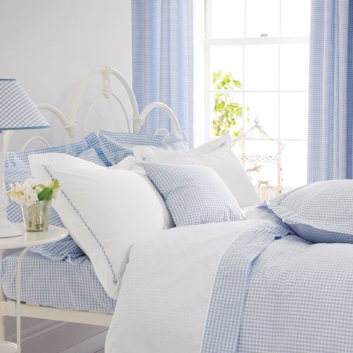 ♥ This baby blue bedroom