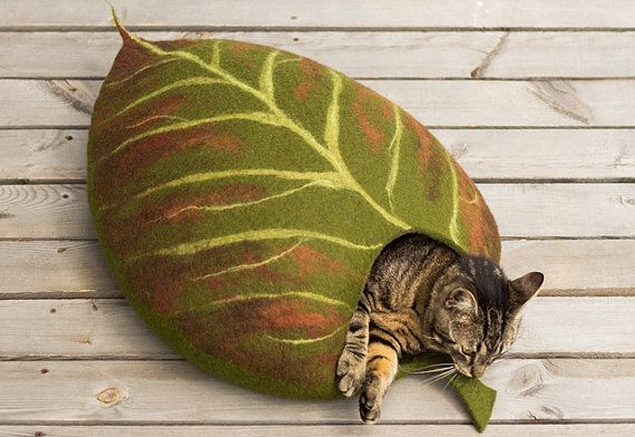 Cat bed/cat cave/cat house/leaf/felted cat cave With by elevele