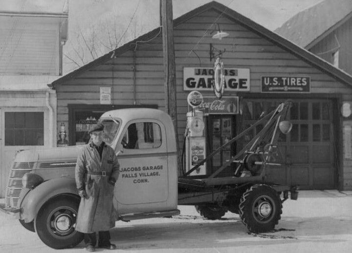 Garage with tow truck
