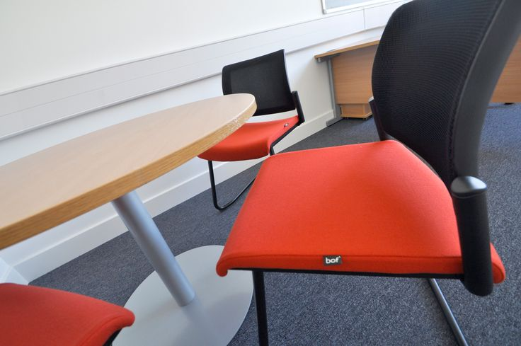 University of Southampton: Highfield Campus.  Ensemble mesh meeting chairs.