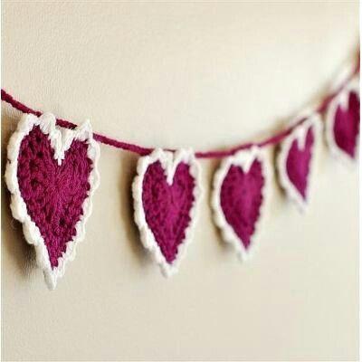 Banderín crochet corazones