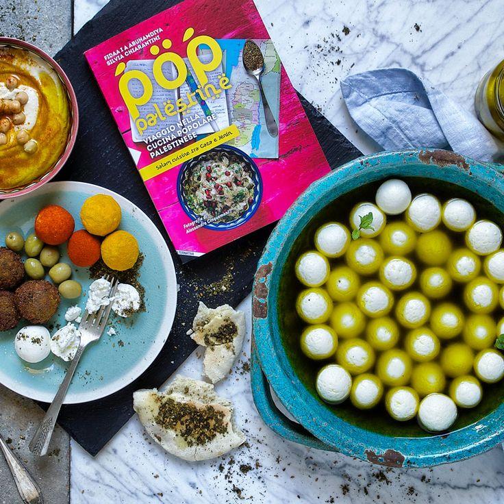 Labaneh balls made from strained yogurt and preserved in olive oil. Tasty and beautiful!!! Queste palline sono fatte con yogurt mescolato con un po' di sale e tenuto a colare per almeno due giorni. Si possono aromatizare con erbe o spezie e conservare sott'olio nel frigo. Buone e belle!!! #poppalestine #cookbook #cucina #kitchen #ricette #cibo #food #ifood #cucinachepassione #recipe #Labneh #yogurt #zaatar #Palestine #palestiniancuisine #cuisine #tasty #yummy