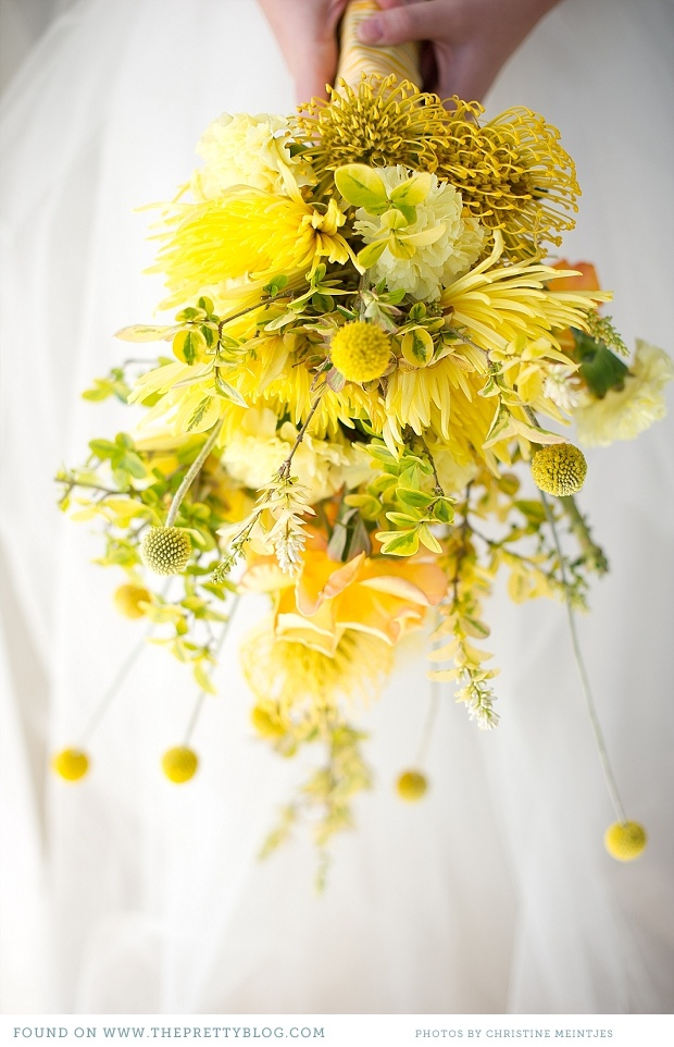 Lovely yellow hues. I love the textures too with the addition of the pin cushion protea and craspedia.