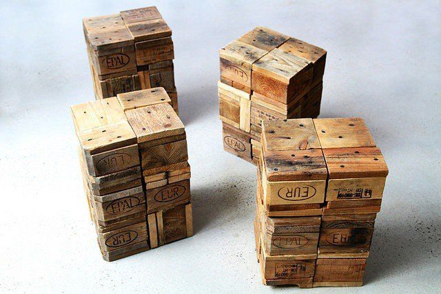 recycled pallet, stool   It's a raw sitting method but still using recycled products. The industrial touch it gives is interesting ! ++ Here