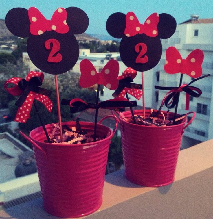 Table decoration of Minnie in black and pink