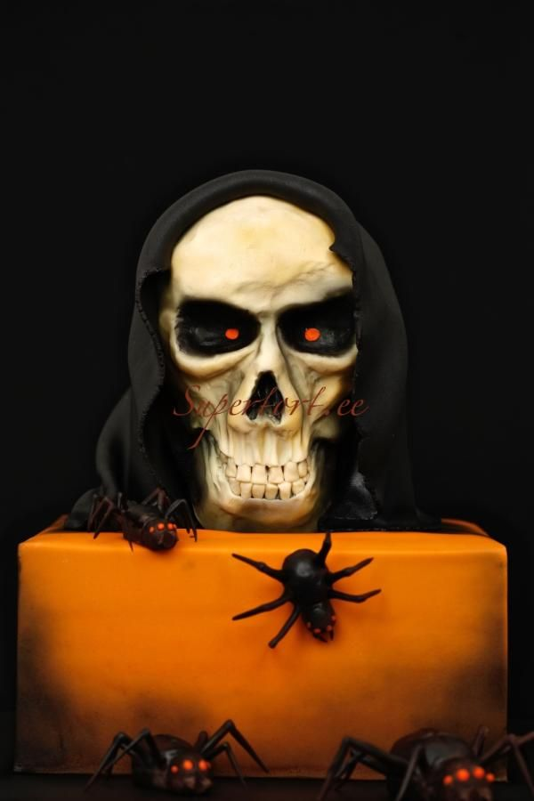 Scull and spiders halloween cake by Olga Danilova