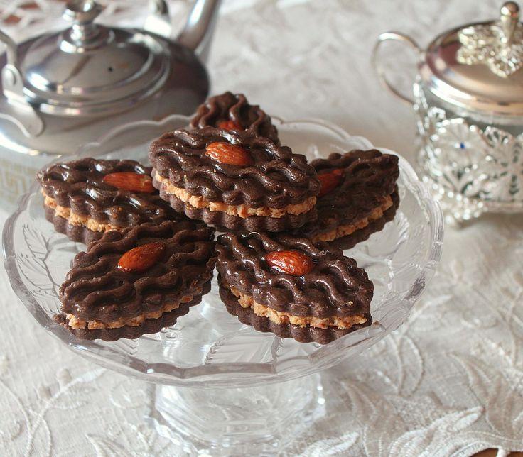Délices d'Orient: Faux Mchekel : sablé chocolat/amandes