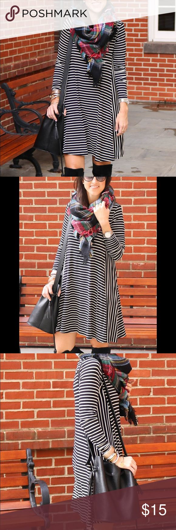 Striped Long Sleeve Swing Dress Black and white long sleeve swing dress! Great fit! Great condition! Perfect for fall! Old Navy Dresses