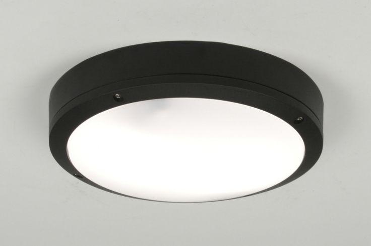 art 71495 Deze lamp, geschikt voor buiten of natte ruimtes, is gemaakt van aluminium en polycarbonaat glas.  https://www.rietveldlicht.nl/artikel/plafondlamp-71495-modern-aluminium-kunststof-zwart-rond