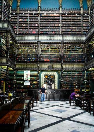 幻想図書館 「死ぬまでに行ってみたい世界の図書館15」 トリップアドバイザーリオ・幻想図書館(Real Gabinete Portugues da Leitura)