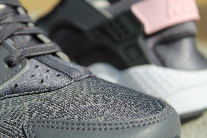 "Nike HUARACHE RUN Jr. ""Grey/Pink"""