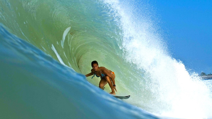 The professional surfer Sally Fitzgibbons #sallyfitzgibbons #surf #surfing #greenroom #pipeline #babe #prosurfer #sport #mildredco Please read Mildred at www.mildred.co