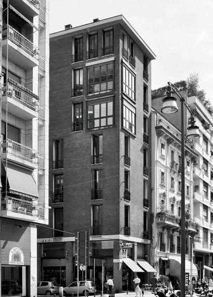 Edificio per abitazioni e negozi, GPA Monti, 1959-1961, via Delio Tessa 2, via San Simpliciano 5, Milano (Foto di Stefano Suriano)