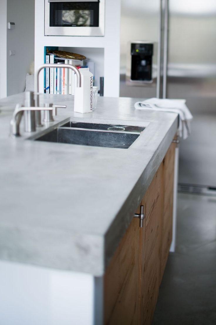 robuste Optik von Küchenplatte aus Beton mit Spüle