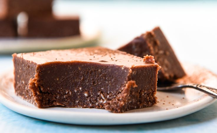 Quick and Easy Chocolate Cheesecake.  Simple and delicious!  Free from gluten, grains, dairy, eggs and refined sugar.  Enjoy!