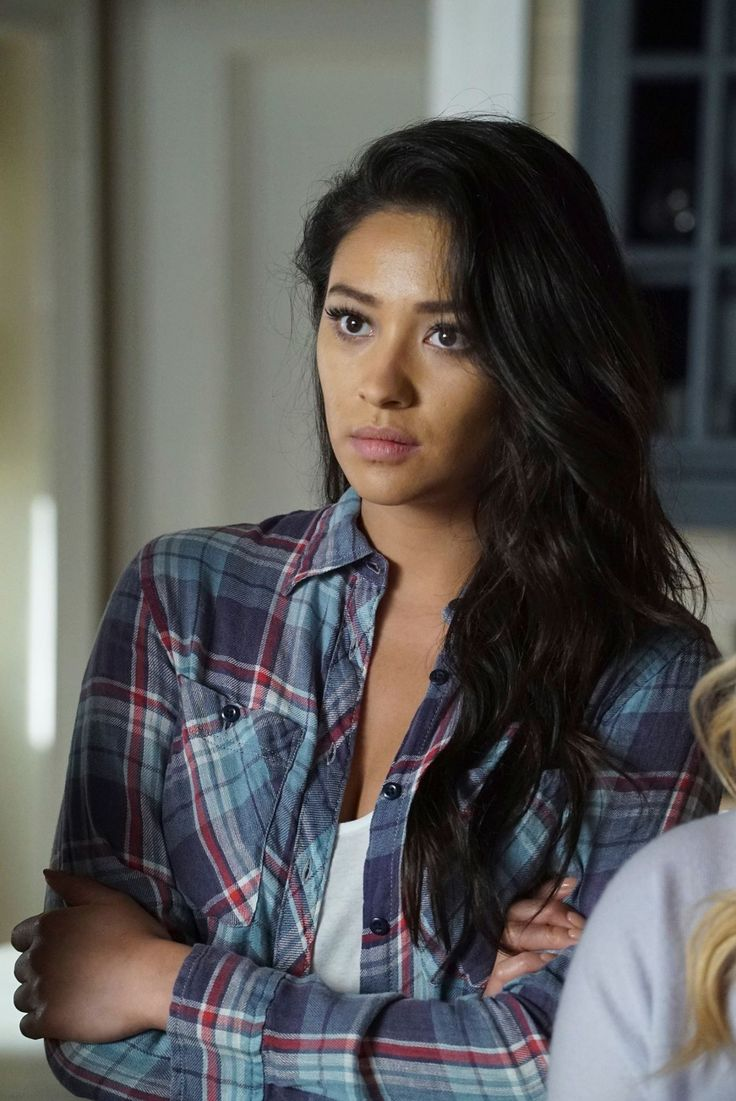 "#PLL 7x10 ""The DArkest Knight"" - Emily"