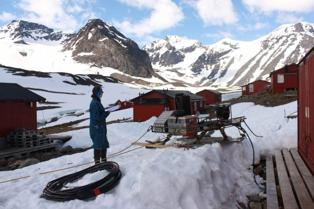 Testing the hot water drill at Tarfala: 'dirty work, but worth it to be in such a beautiful place' (pic via Charlotte Axtell, PhD student @SwanseaUni, working on the Swedish glacier Storglaciären)