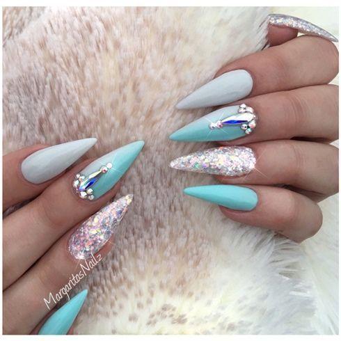 Blaue und graue Ombré-Stiletto-Nägel von MargaritasNailz – Nail Art