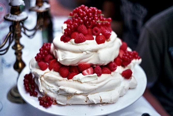 merengue: Pavlova, Berries Desserts, Strawberries Cakes, Food Science, Sponge Cakes, Wedding Cakes, Yummy, Raspberries, Food Cakes
