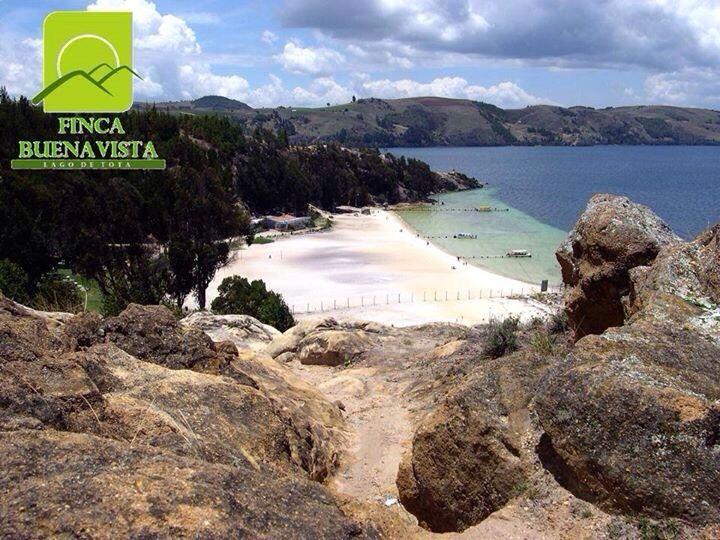 El Lago de Tota está rodeado de pintorescos pueblos como Iza, Cuitiva, Firavitoba, Tota y Aquitania, en la que además resalta Playa Blanca una maravillosa ensenada formada por arenas claras y enmarcadas por un paisaje mágico. Web:http://evpo.st/1GAODTb Whatsapp:3112333478