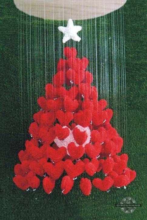 árvore suspensa - corações de feltros