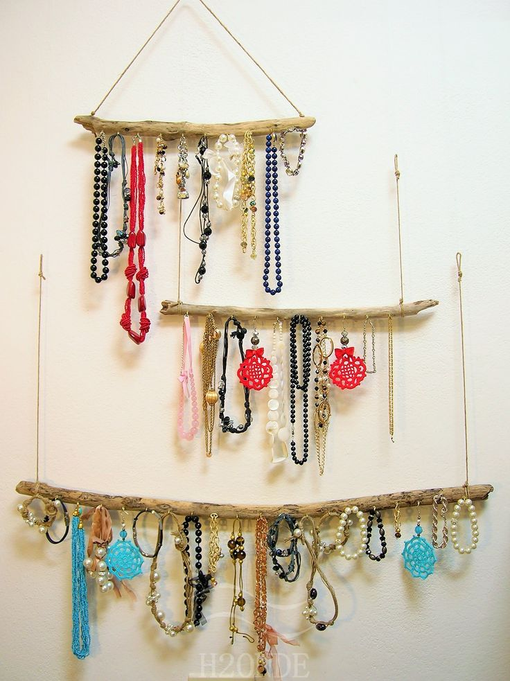 Diftwood jewelry holder necklace for sale H2ONDE bracelet hanger wall display storage organizer wooden earring rack boho daughter gift idea hanging wood art  Jewelry display for bracelet, watch, necklace made from rustic driftwood. Rustic wood bijoux organizer, perfect as Christmas gift idea for him or her.   Four sizes available: S, M, L, XL. Two hooking types available: one or two strands. Choose the one you prefer! Porta bracciali collane legno espositore organizzatore mare parete muro…