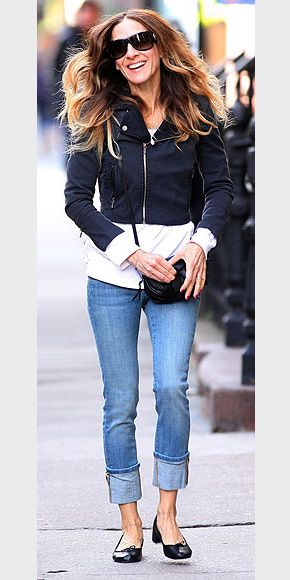 """SARAH JESSICA PARKER'S CUFFED DENIM Can you tell me more about the jeans Sarah Jessica Parker is wearing in the Star Tracks photo on April 5? – Elizabeth Skinnies with big cuffs are very in, and SJP tries the trend with distressed Current/Elliot """"Beatnick"""" jeans, sold on revolveclothing.com for $218."""