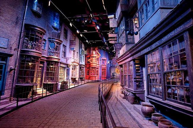Косой переулок в музее Гарри Поттера на киностудии Warner Bros.