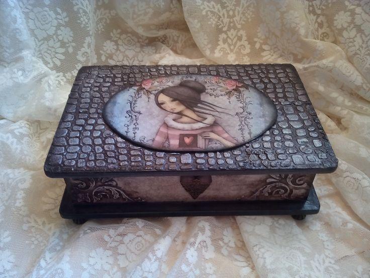 Ξύλινο κουτί με την τεχνική του ντεκουπάζ. Εφέ κροκό, ασημί πατίνα και στένσιλ! Wooden box with the technique of decoupage. Effect crocodile silver patina and stencils!