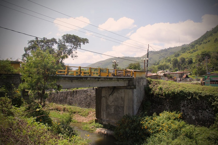 Contrary to popular knowledge, Samosir Island was initially linked to the mainland of Sumatra by a narrow land on its western part. In 1906, the Dutch colonial government dug a canal over a 200 meters piece of land for transportation and control purposes and built a bridge over it which came to be known as Tano Ponggol, or the bridge over the cutoff land.