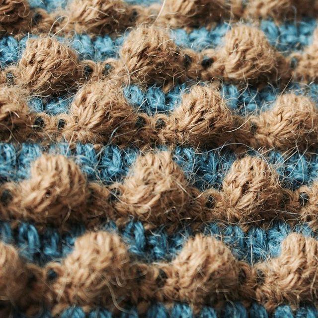 Closeup ❤️ Hækleopskrift på Pople kan købes på hjemmesiden (link i bio)  #bypapara #mitdesign #hækle #hæklerier #Hæklet #crochet #hekle #virka #crochetersofinstagram #børnetøj #diy #garn #yarn #yarnlove