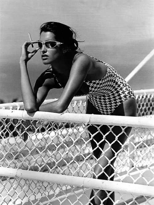 smoking (Yasmeen Ghauri)