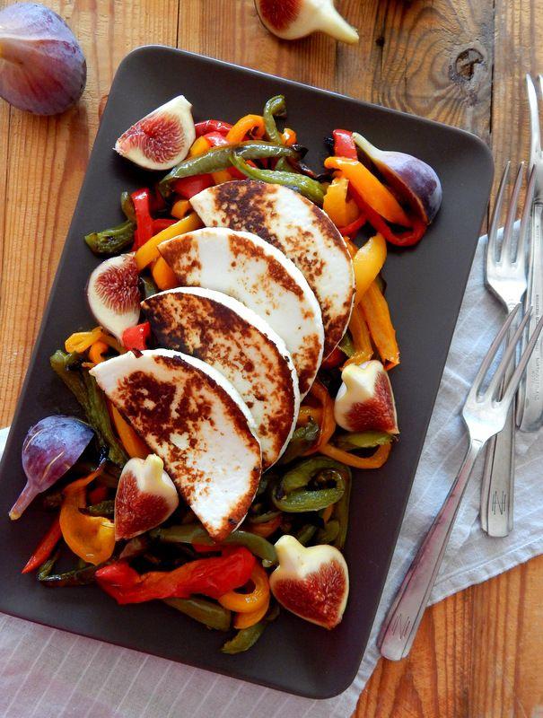 Food for thought: Ψητό μανούρι με πιπεριές και φρέσκα σύκα