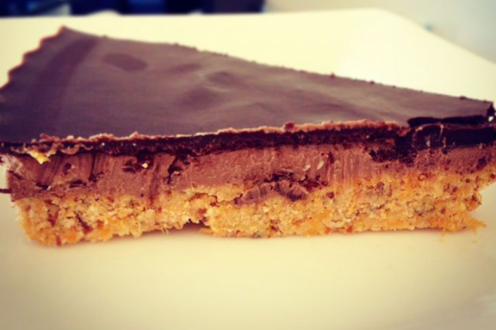 This Healthy Double Chocolate Peanut Butter Slice recipe came to light because I wanted to make one just as tasty but without all the added sugar from the dates.