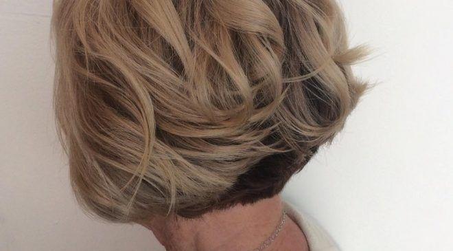 Посмотрите на эти удивительные короткие стрижки для женщин старше 60 лет и найдите свою собственную уникальную стрижку, которая идеально подойдет вам. 1. Прямой боб Если ваши волосы прямые, стрижка боб идеально вам подойдет. Выглядит она просто, но элегантно и прекрасно подходит для женщин со всеми формами лица. Короткие прически для женщин старше 50 лет Если […]