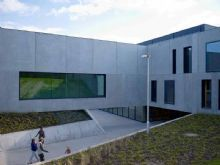 Architectura - Polyvalent gebouw ingebed in 't Lokers groen