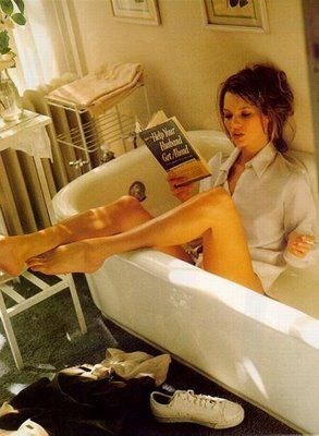 It's Moss: Bra Tips, Bath Tubs, Books Club, Bathtubs, Katemoss, Bubbles Bath, Good Books, Kate Moss, Bath Time