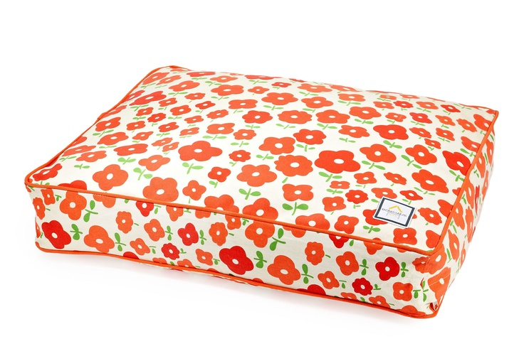 Carmie would love this!Dogs Beds, Daisies Pets, Pets Beds, Puppies Stuff, Daisies Dogs, Pet Beds, Dog Beds, Coral 65, Orange Daisies