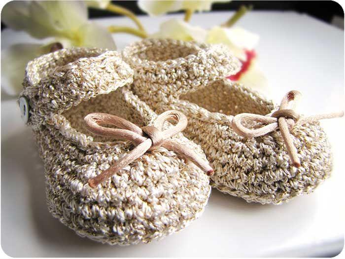 #Tutorial paso a paso para hacer unos patucos de #crochet tipo merceditas para bebé #DIY ༺✿ƬⱤღ https://www.pinterest.com/teretegui/✿༻