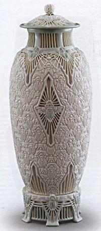 Adelaide Alsop Robineau  Scarab Vase, 1910, Everson Museum, Syracuse, NY photograph by David Revett
