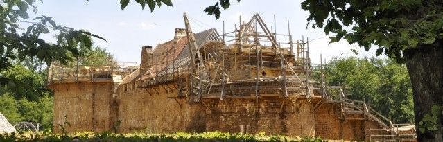 The Guédelon adventure : in the heart of Puisaye, in Yonne, Burgundy, a team of fifty people have taken on an extraordinary feat: to build a castle using the same techniques and materials used in the Middle Ages.