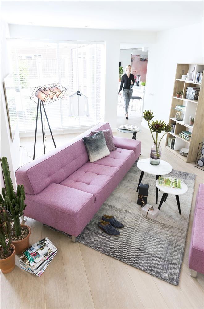 Xoon designmeubelen - sofa Oslo roze. Meer inspiratie? Vraag hier het gratis XOOON lookbook aan!