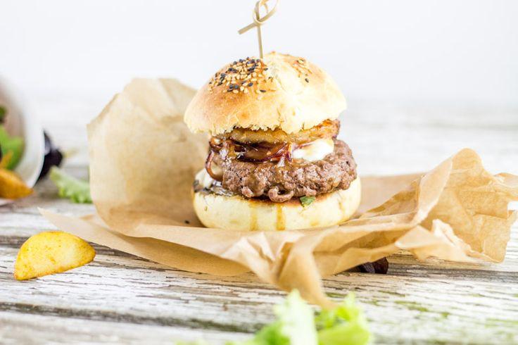 teriyaki burger Oignon rouge - 2 Steack haché de boeuf - 4 Rondelle d'ananas - 8 Sucre - 3càs Mozzarella - 125g Sauce Yakitori