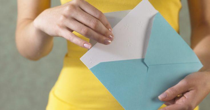 Como fazer cartões de agradecimento no Microsoft Office. Você pode criar cartões de felicitação, incluindo de agradecimento, no Microsoft Word. As notas personalizadas de agradecimento representam uma boa forma de mostrar a sua apreciação pelo seu professor ou colega de trabalho ou para agradecer um presente ou uma visita. Fazer cartões no Microsoft Word só leva alguns minutos e é menos caro do que ...