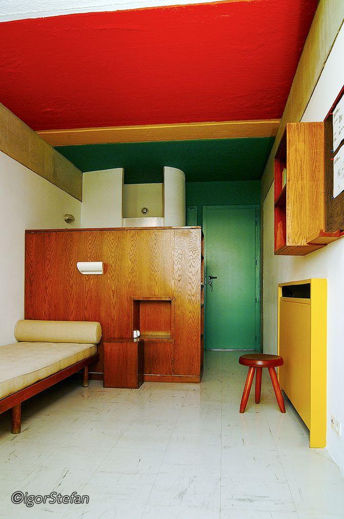 architecture moderniste, intérieur : Le Corbusier, 1959, studio pour étudiant, Maison du Brésil, Cité Internationale, Paris, vert-rouge-jaune, artiste suisse, 1950s