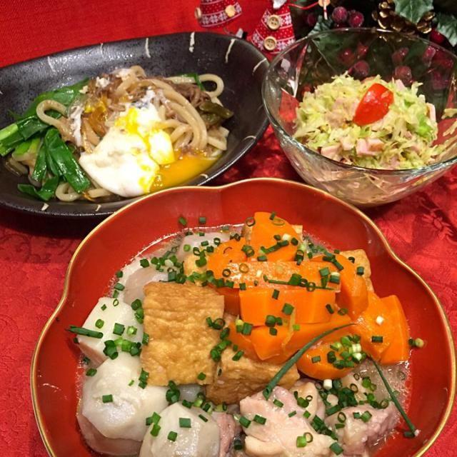里芋と鶏肉の煮物(人参・厚揚げ) うどんすき(玉子) サラダ   煮物は、塩麹で柔らかくした鶏肉と野菜を柚子風味で煮ました。 やっぱり、柚子風味が好き  昨日の残りのすき焼きで、うどんすき。   riezooちゃん、こんなでごめんよ、食べ友お願いします - 144件のもぐもぐ - 里芋と鶏肉の煮物・等 by Mina0602